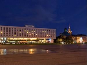hotel_sofitel_victoria_outside